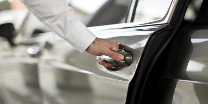 Как быстро открыть дверь автомобиля без ключа?